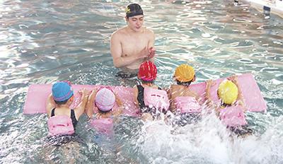子ども達に無料水泳教室