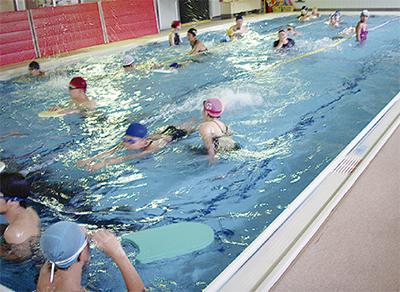 障害児水泳教室で交流