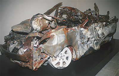 区内施設に事故車両展示