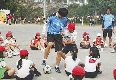 サッカーで夢の大切さ伝える