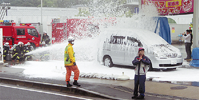 GS(ガソリンスタンド)で危険物火災消火訓練