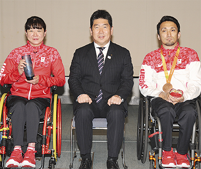 成田・山口両選手に特別賞
