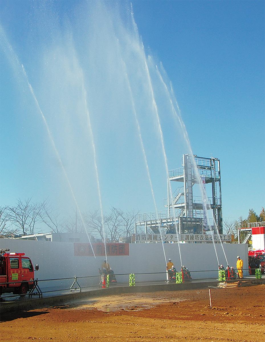 昨年の出初式の放水
