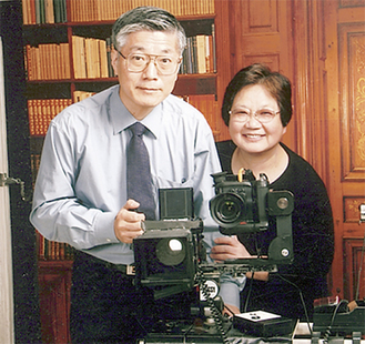 ▶鈴木克明社長(左)と寄里枝専務(右) は「名コンビ」と地域でも有名