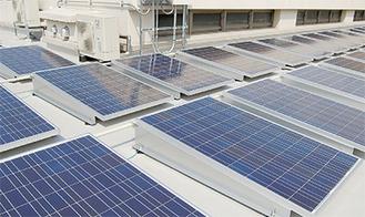 区役所屋上のソーラーシステム