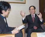 区制40年となる高津区の今年の重点的な取り組みについても語る阿部市長(右)