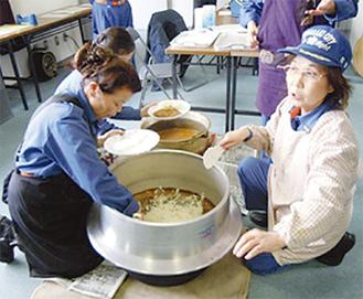 釜での炊き出し訓練