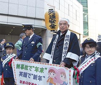 パレードに参加した中村健太郎君(左)と徳山マイシャさん