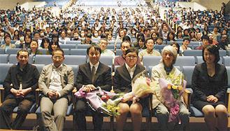 来場した(写真右から)小島代表、ウォン・ウィンツァンさん、主人公の女性、榛葉監督