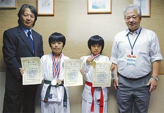 区長を表敬訪問した(左から)山内支部長、木山君、山内君