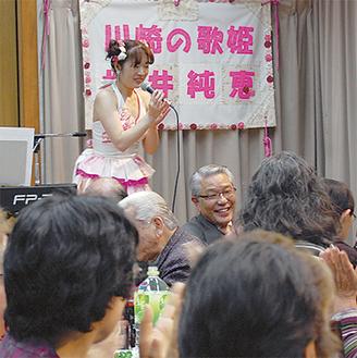 歌声を披露した桜井さん