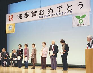 受賞者に大きな拍手が送られた