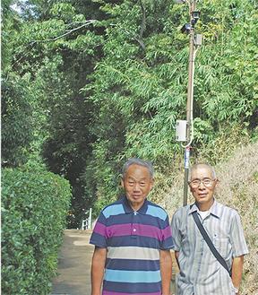 「犯罪抑止になれば」と柏木会長(左)と山上部長。場所は麹屋坂