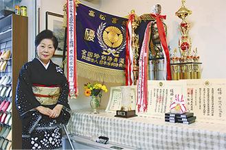 1位を勝ち取り、高松宮妃記念旗や金メダルなどを獲得した紫虹会の星野紫虹会長