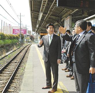 工事方法変更の説明を受ける福田市長