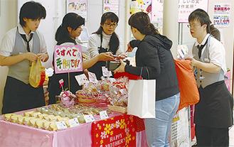 母の日テーマにお菓子などを販売