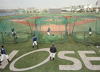 練習に励む二高野球部
