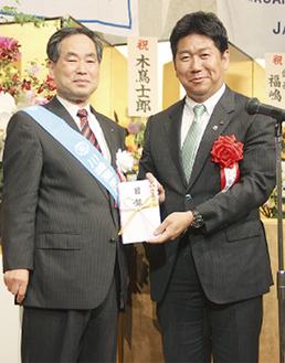 福田市長(右)と登壇した福嶋会長