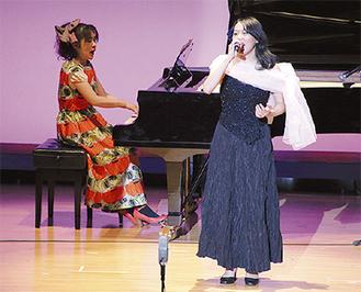 桜井純恵さん(左)とコラボするステージも