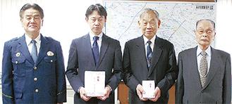 記念品の盾を受け取る近藤会長(左から2番目)と柏木会長(左から3番目)
