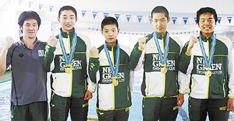NECGSCの優勝メンバー(選手左から菅原君、椎橋君、山尾君、中野君)と田中コーチ(左)
