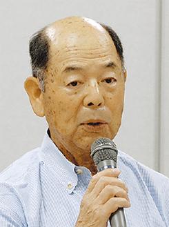 挨拶する遠藤委員長