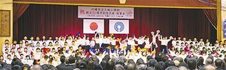 全校児童が参加し、各学年がパフォーマンスを披露した