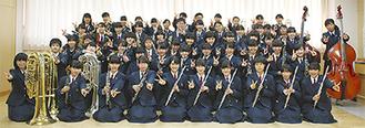 優勝を果たした東橘中吹奏楽部のメンバー