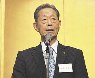 挨拶を述べる木嶌士郎会長