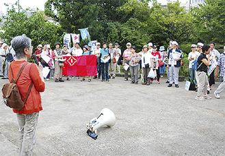 出発前に久本藥医門公園で開会式を行った