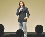 講演する北澤豪さん