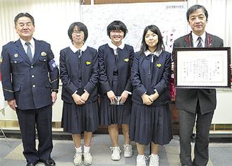 中央右から倉内さん、関角さん、宮内さん