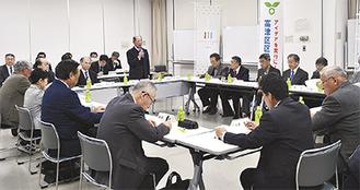 会議であいさつする遠藤会長(写真中央)