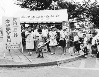 1960年代の街頭監視の様子=猪岡さん提供