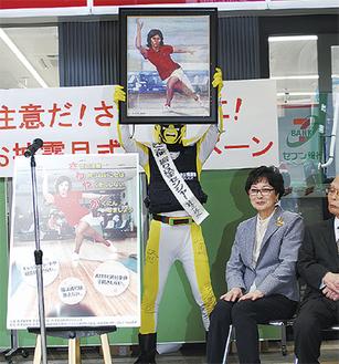 中山律子さんの自画像をもとに作成されたポスター