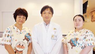 久保田医師(中央)と同院スタッフ