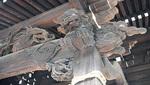 千年神社には精巧な木彫りの彫刻が