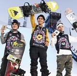 世界最高峰の大会で優勝した大塚選手(写真中央)