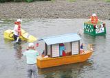 多摩川で泥船レース