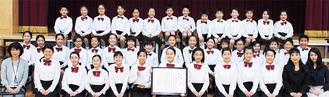 活躍した坂戸小合唱団のメンバーら