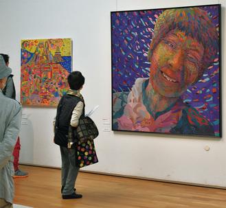 最優秀賞を受賞した横山さんの作品(右)