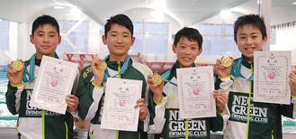 左から岩瀬選手、山尾選手、秋山選手、太田選手(リレーメンバー)