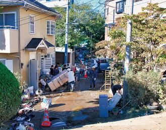 床上浸水被害にあった平瀬川付近は、13日、排水作業が行われた