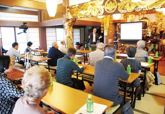 本堂で行われた仏教講座