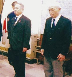 伝達式に参加した藤原会長(左)と斉藤さん