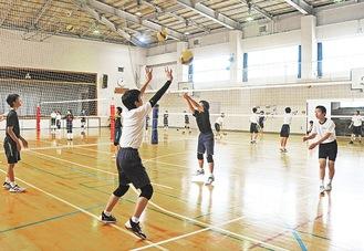 先月、練習を再開した宮内中学校バレーボール部