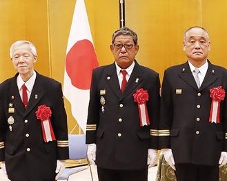 表彰式に出席した持田団長(中央)
