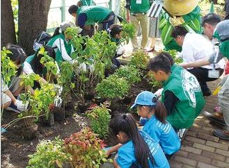 昨年10月の植樹祭=市提供