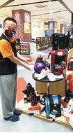 コロナ禍の運動不足解消としてボウリングが一躍脚光の的に自分専用「マイボール」なら、より安心にストライクも!