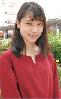 笑顔を見せる高村さん